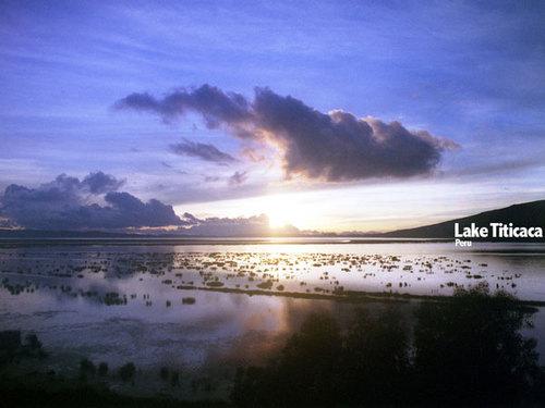 チチカカ湖(ペルー)